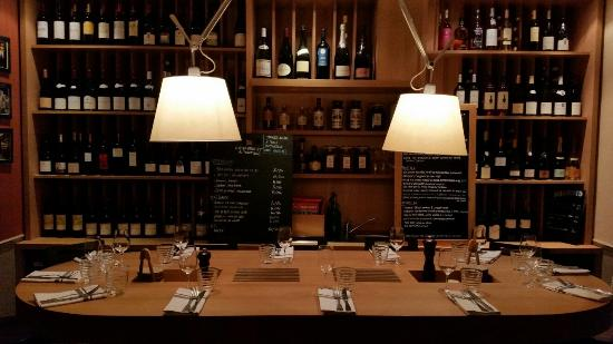 Le Beurre Noisette: Nice wine presentation