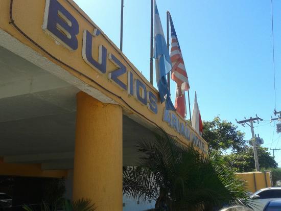 Buzios Ariau Hotel: Fachada. Logo na entrada já se nota o abandono