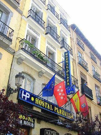 Hostal Plaza D'ort: Esta es la bonita fachada del hotel.
