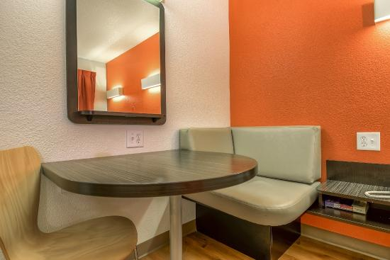 Motel 6 Carlsbad South: Guest Room