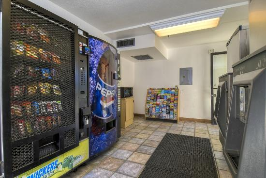 Motel 6 Carlsbad South: Vending