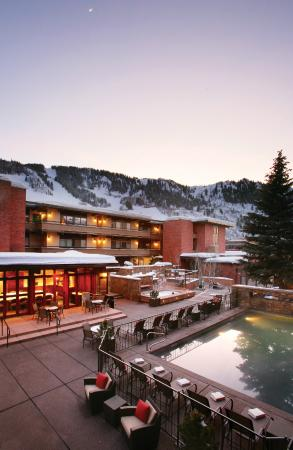 Aspen Square Condominium Hotel: Winter Early Dusk