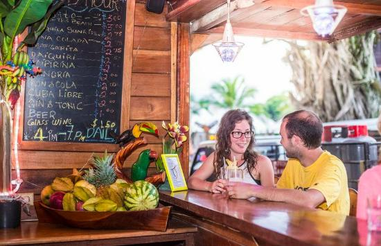 Hotel Bocas del Toro Restaurant & Bar : Happy hour