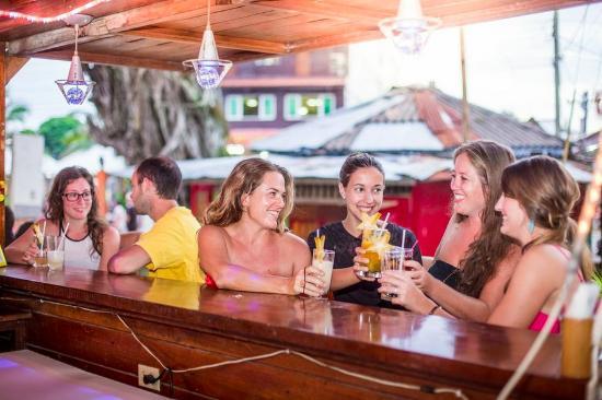 Hotel Bocas del Toro Restaurant & Bar : Friends at the bar