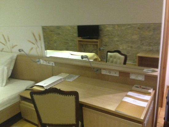 Boutique Hotel Malomkert : desk