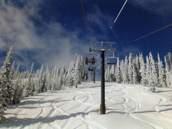 Colville, Вашингтон: Skiing 49 Degrees North Mountain Resort