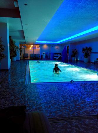 Kimpton Hotel Palomar Chicago: Blue pool