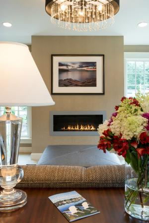 Port Inn Kennebunk, an Ascend Hotel Collection Member: Relax by the fire