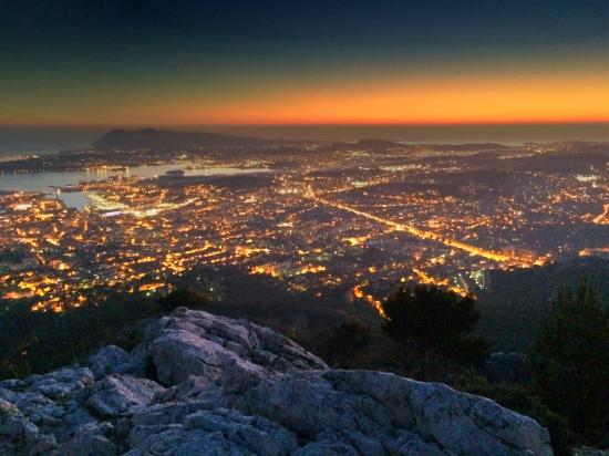 toulon de nuit photo de telepherique du mont faron toulon tripadvisor. Black Bedroom Furniture Sets. Home Design Ideas