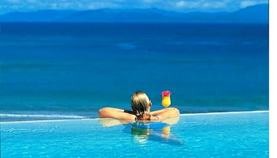 Taveuni Island Resort & Spa: Panoramic view from our infinity pool