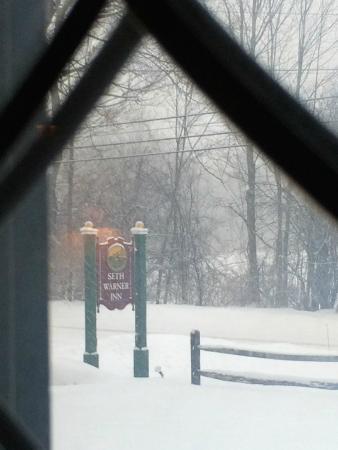 Seth Warner Inn: Snowy morning