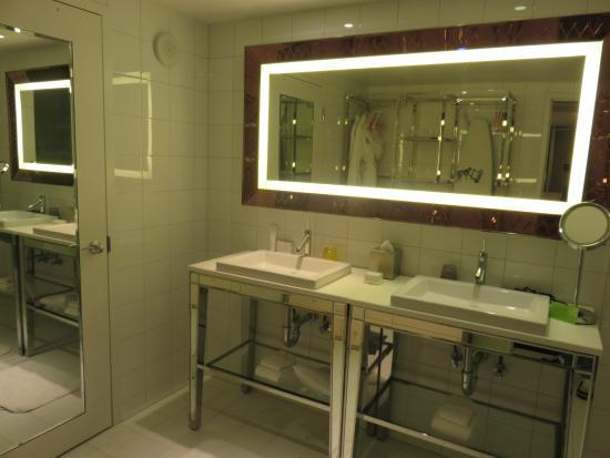 Suite master bathroom  - Picture of SLS Las Vegas Hotel