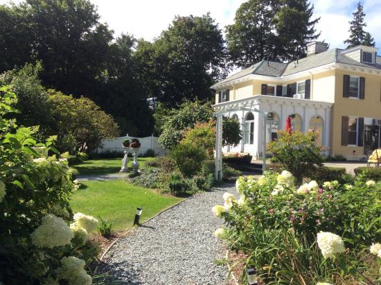 Lilac Inn Gardens Late Summer
