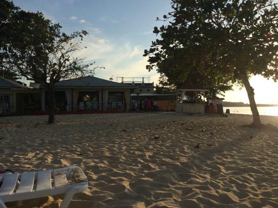 Negril Beach Club: A very large beach