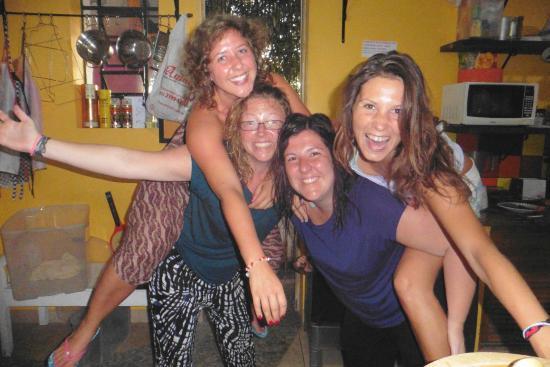 Lisetonga Hostel: El bar de Valentina!