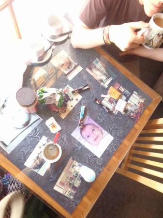 Marina Sun: mesa con las fotos..
