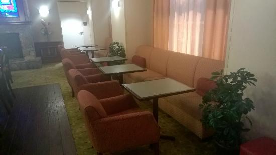 Hampton Inn & Suites Florence-North/I-95: Sitting area1