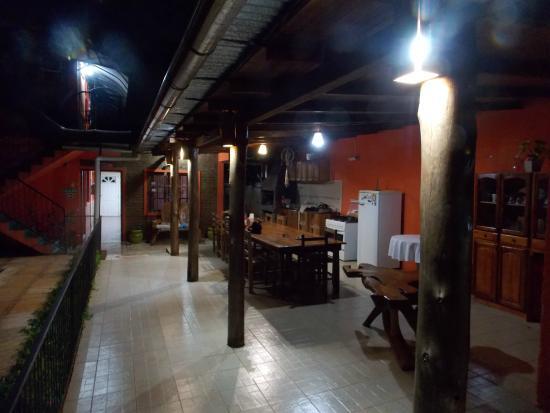 Residencial Azaleas Place : Cocina y espacio de uso comun.