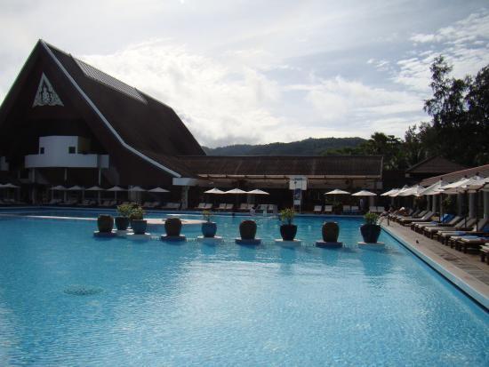 Couloir photo de club med phuket karon tripadvisor for Club piscine plus cppq laval