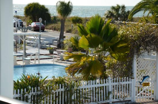 Twins Inn & Apartments : Pool and Gulf View from private balcony