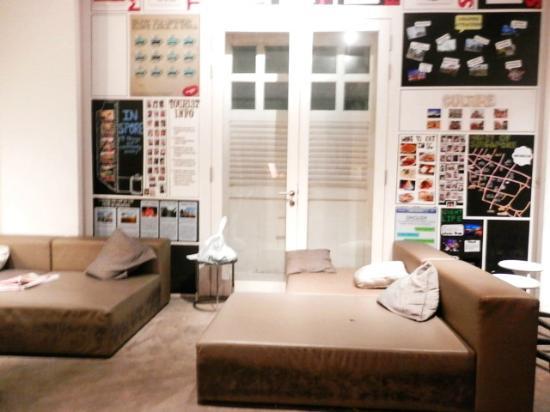 Bunc Hostel : receptionist area