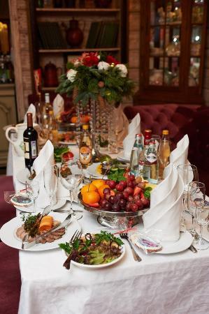 Russkiy Dvorik Restaurant