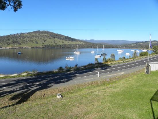 The Port Huon Cottages : The morning view.