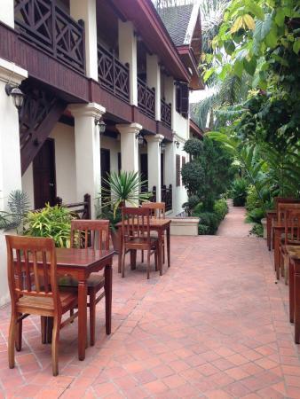 Villa Saykham: もっとテーブルはありましたけど。