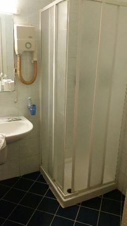 Hotel Giada: Doccia pessima bagno vecchio