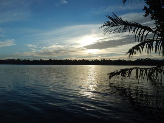 Mangrove Villa: Бентота-ганг на закате