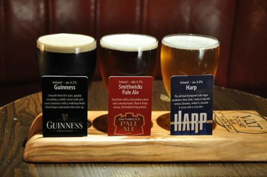 Blooms Hotel: Beer Tasting Trays in the Vathouse Bar