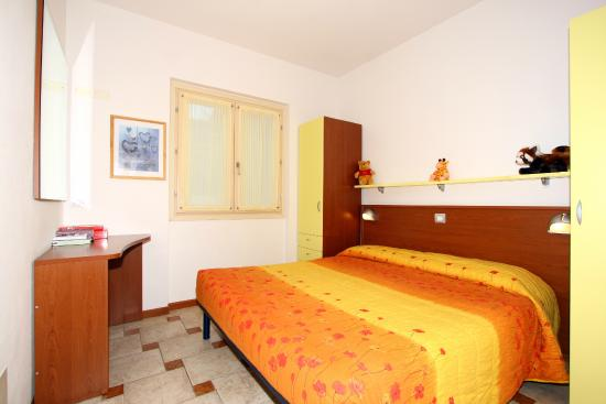 Bungalow f3 2 bedrooms 2 bathrooms livingroom with for Piani di media room
