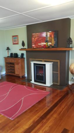 Beach End Bicheno: living room