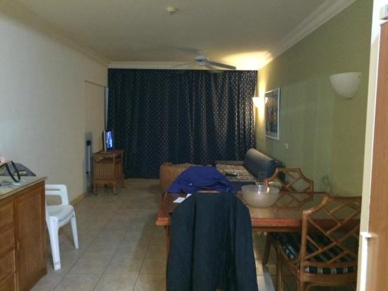 BlueBay Beach Club: Front room and Dining area