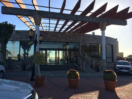 BlueBay Beach Club: The entrance to the Hotel