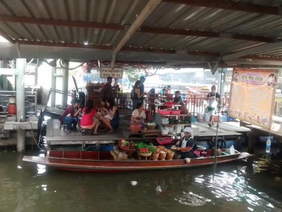 ChouNan Cafe: Floating market seller