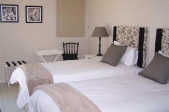 Avilla House : Twin room