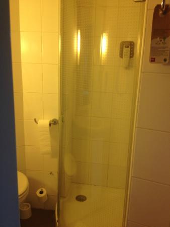 Ibis Cotonou : Bathroom