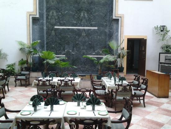 Hotel Meraden Grand: Restaurante