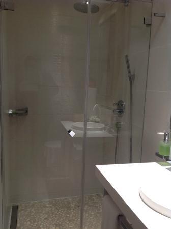 Le Bourg 7: Salle de douche / Chambre 11