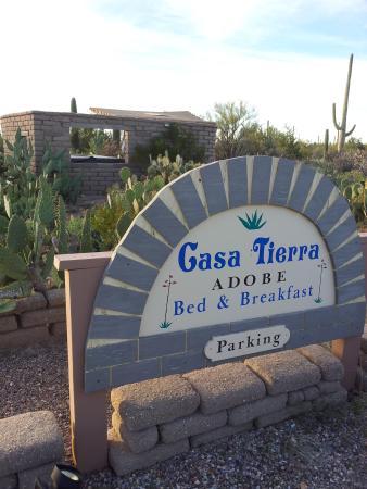 Casa Tierra: sign