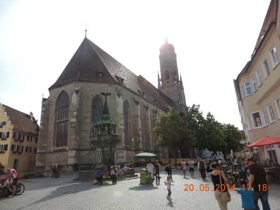 Kirchturm Daniel: Praça da Igreja com a torre