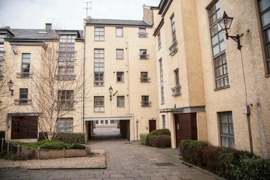Royal Mile Accommodation: Exterior