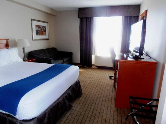Holiday Inn Express Toronto - North York: Our Standard Room