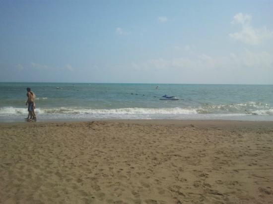 Belconti Resort Hotel: море и песочек