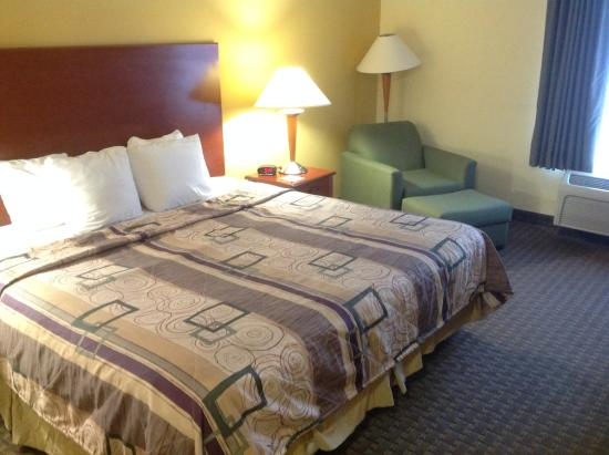 Sleep Inn & Suites Pooler: Room 211