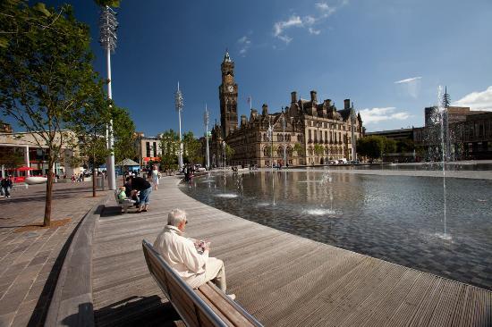 Bradford, UK: Summer in City Park