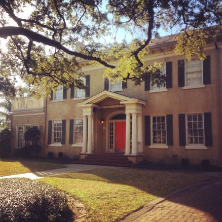 HI-Houston: The Morty Rich Hostel: Hi-Houston