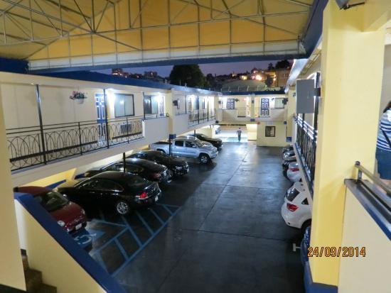 Days Inn San Francisco - Lombard : Entrada e estacionamento
