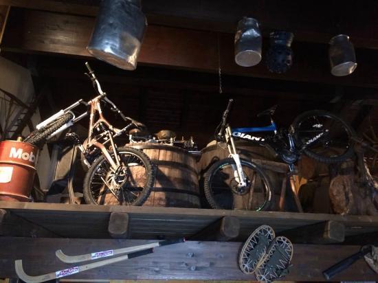 Roncjade : Esposizione biciclette Downhill